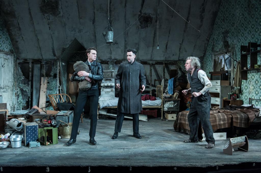 © Manuel Harlan, George Mackay (Mick), Daniel Mays (Aston), and Timothy Spall (Davies)