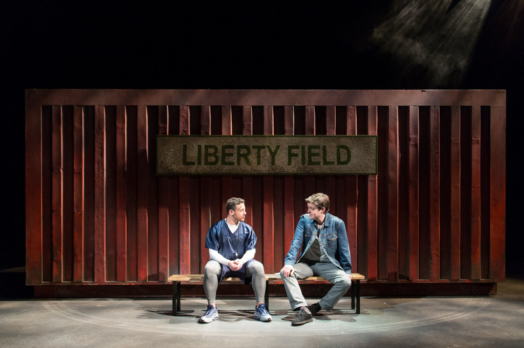 © Manuel Harlan, Warren Brown (Kent), Tom Burke (Greg)
