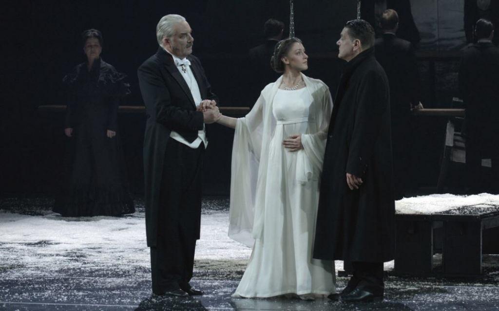 © Dmitriy-Dubinskiy, Yury Shlykov (Prince), now Tatyana's husband (Eugeniya Kregzhde) confronting a lovelorn Onegin (Sergey Makovetskiy)