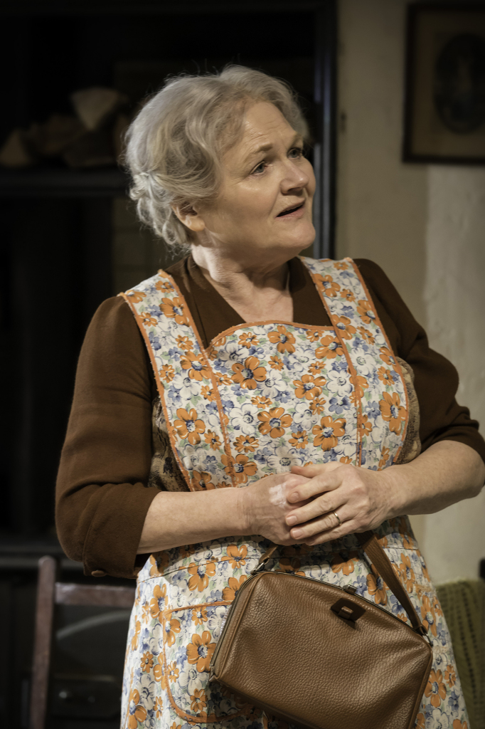 © Johan Persson, Lesley Nicol as mother; good old soul, tea forever on the go...